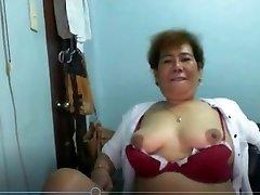 Elen Valdez nobriedis Pinay no Manilas rāda uz Skype