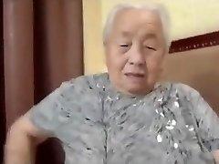 יפנית סבתא 80yo