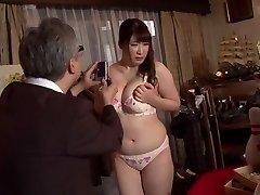 Horny Japonský suka Chitose Saegusa v Crazy verejnosti, striptíz JAVA-video