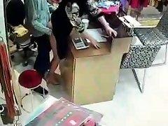 Kitajski lastnik imajo spolne odnose v službi ur