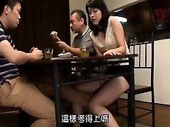 आकर्षक एशियाई एक कट्टर पीटने