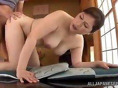 Zrel Japonski dekle Uporablja Njeno Muco, Da Jo Prepriča, Človek