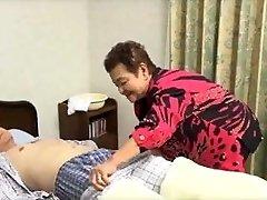 81yo יפנית סבתא