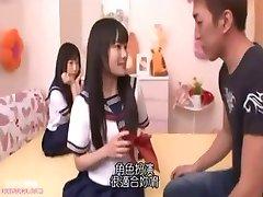 日本人可爱的女孩爱抚的高潮的毛