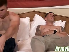 Two sumptuous muscular army hunks having hard and rough fucky-fucky