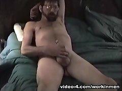 Amateur Mature Boy Henry Beats Off - WorkinMenXxx