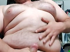 chubby jerker with immense boobs shackle perverser Typ wichst