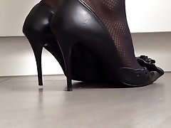Excellently popping old school high heels