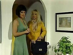 Hot Lezzie Retro Porn