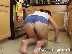 Mature 46 year old milf alesia pleasure cleans up the floor