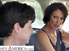 Naughty America Vanessa Videl trains Juan how to take care of a lady
