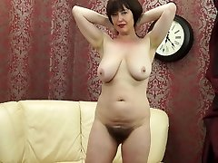 Posh MOM with hefty saggy titties and hairy pussy