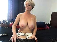 amateur meganrosex masturbating on live cam