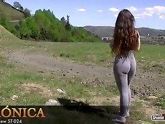 Molten amateur teen demonstrates her cameltoe off