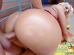 Gigantic Booty Blondie Fesser Spanish Slut