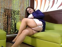 LATINCHILI Rosaly is stroking her fat latin granny fuckbox