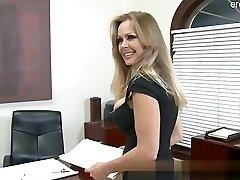 Big ass wife cum in mouth