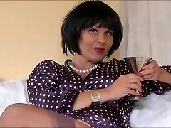 Super-sexy Erotic Queen Veronica taunting in nylons