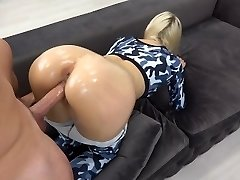Sporty Teen with oily assfuck gets good-sized explosion on ass / grinding in yoga pants