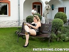 Kristy produces pleasure to her marionette with facesitting