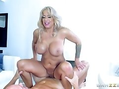 Brazzers - Super-fucking-hot Cougar Alyssa Lynn is an animal