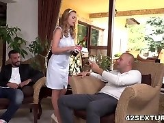 Slutty wife Emily Thorne double humped
