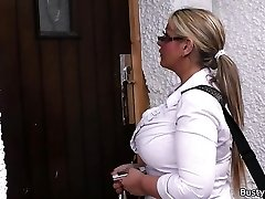 Working ash-blonde bbw in stockings spreads legs