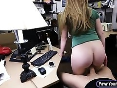 Amateur platinum-blonde babe gets her pussy pounded by crazy pawn guy