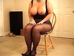 Busty curvy MILF in stocking heeljob