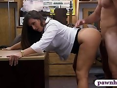 Huge ass amateur brunette babe pawns her muff and railed