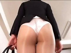 Officelady in sheer tights
