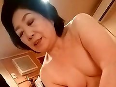 Chinese granny give the handjob