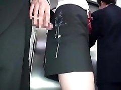 jap dievčatá dostane cum v šatách