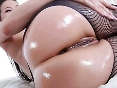 Awesome Asian nympho with fabulous rounded donk Kalina Ryu is so into fellatio sex