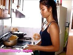 HD Heather Deep Panicked in Kitchen gives fellate creamthroat throatpie