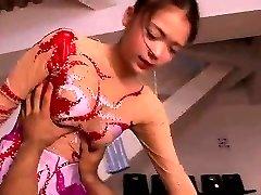 asiatique amateur bikini de femme de ménage et uniforme