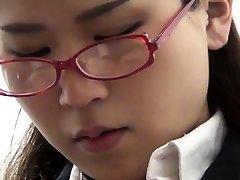 Adolescente esfrega buceta peluda