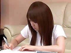 Sexy estudante Asiática adora brincar com seu bichano