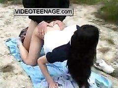 ázijské teen v prdeli vonku na pláži