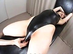 Ázijská žena, plavky a mlieko