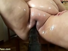 plus-size mom gets pumped and anal penetrated