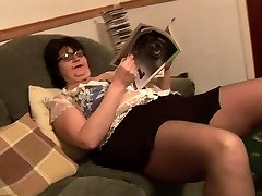 Mature BBW in short skirt rips her ebony tights