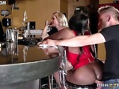Diamond Jackson Casually Converses with Simone Sonay while the Bartender Pulverizes
