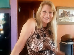 Very gorgeous Milf loves to suck cock