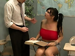 Tranny with big tits receives a well deserved blowjob