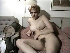 Vintage Amateur Zeigt Ihre Große Titten Und Haarige Reißen