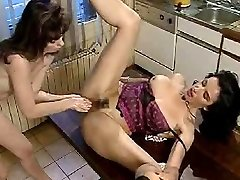 Vintage lesbo double going knuckle deep