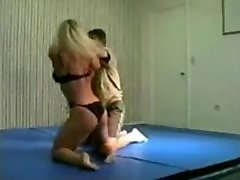 mingled grappling fbb Christine Fetzer bodybuilder scissors part 2