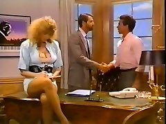 Hussy secretary gets her cooch fucked on the boss's table
