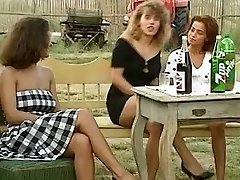 Angelica Bella and Simona Valli in Retro Gang Drill